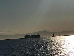 USS Mercy arrives